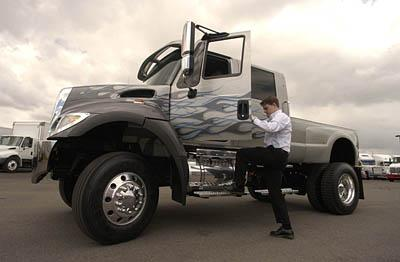 thats just plain huge supersize pickup rumbles into utah
