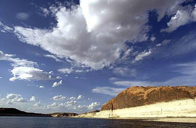 <br><br>The white band on the cliffs of Lake Powell shows a drop in the water level in March 2004.