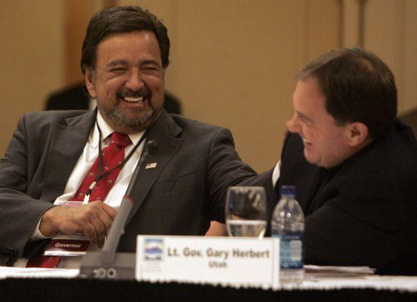 New Mexico Gov. Bill Richardson, left, talks with Utah Lt. Gov. Gary Herbert during the Western Governor's Association meeting.