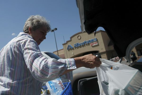 Laurie Hutchings, of Riverton, puts her groceries in the trunk of her car after shopping at Albertsons on 1784 W 12600 S in Riverton Tuesday July 28, 2009.  Associated Foods Stores is poised to jump ahead of the Wal-Mart and Smith's Food & Drug to become the state's No. 1 grocer with its purchase of 36 Albertsons stores in Utah.  Officials from Associated Foods and Albertsons' parent company, Supervalu Inc., said they expect to complete the sale, announced Tuesday within the next few months, though the deal is subject to review by regulators. Under the sale, Supervalu would receive $150 million in after-tax proceeds.    Photo by Chris Detrick/The Salt Lake Tribune