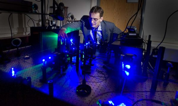 University of Utah physics professor John Lupton  works with lasers in his single molecule spectroscopy lab  in the physics building on campus. Lupton is studying  the optical properties of nano particles.    Wednesday, October 14,2009  photo:Paul Fraughton/ The Salt Lake Tribune