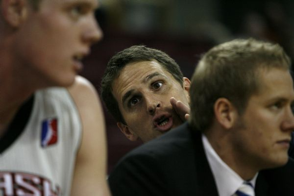 Photo by Chris Detrick  |  The Salt Lake Tribune  Utah Flash assistant coach Mark Madsen talks with Luke Nevill during the game against the Tulsa 66ers at the Qwest Arena in Boise Tuesday January 5, 2010.  Tulsa won the game 99-96.