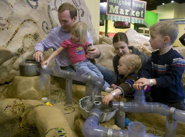 Becker aide Ben McAdams spends some time with his wife Julie and thier kids, Kate, Robert and James, at the Discovery Gateway, Wednesday, January 13, 2010