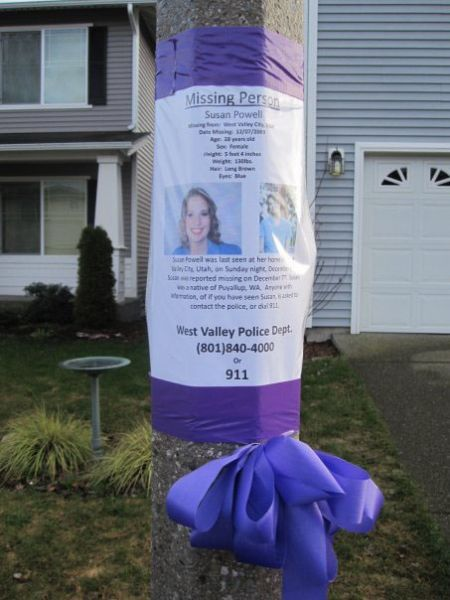 A flier for Susan Powell is posted on a light post in the Washington state neighborhood of the missing woman's husband, Joshua.