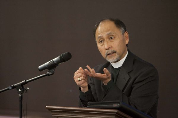 Trent Nelson     The Salt Lake Tribune Salt Lake City - Rev. Scott B. Hayashi of Chicago, one of the four nominees to be Utah's 11th Episcopal bishop, met with Episcopalians during a