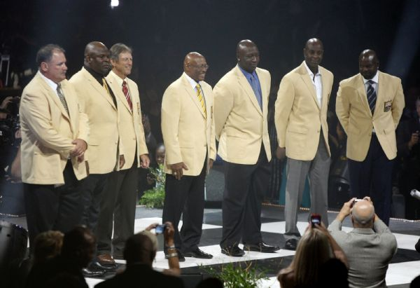 The Pro Football Hall of Fame Class of 2010 gather for the first time with  their 539a3fafe