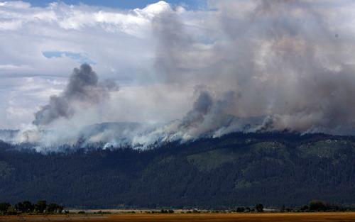 The Hurd fire near Tamarack Resort in Donnelly, Idaho is seen Thursday, Aug. 26, 2010. (AP Photo/The Idaho Statesman, Joe Jaszewski)  MANDATORY CREDIT