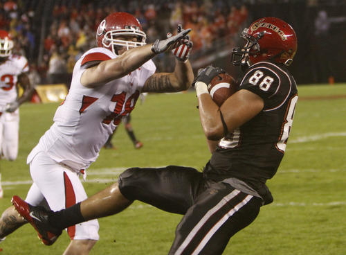 San Diego State's Gavin Escobar pulls in a 14 yard touchdown pass as he beats Utah's Chad Manis in the second quarter of a NCAA college football game Saturday, Nov. 20, 2010, in San Diego. (AP Photo/Lenny Ignelzi)