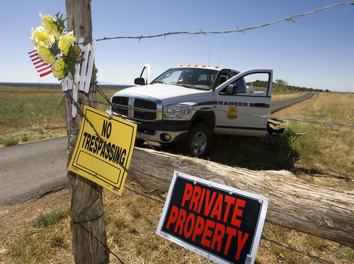 Al Hartmann  |  The Salt Lake Tribune   BLM agents guard the front gate and private driveway of the Redd home south of Blanding on July 7th 2009, as a team of ten law enforcement officers and ten archaeologists remove artifacts.  It was part of a plea deal with Jeanne Redd and federal prosecutors.