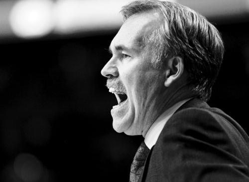 New York Knicks head coach Mike D'Antoni yells from the bench during the second half of their NBA basketball game against the Portland Trail Blazers in Portland, Ore., Tuesday, Jan.11, 2011.  The Knicks beat the Blazers 100-86.(AP Photo/Don Ryan)