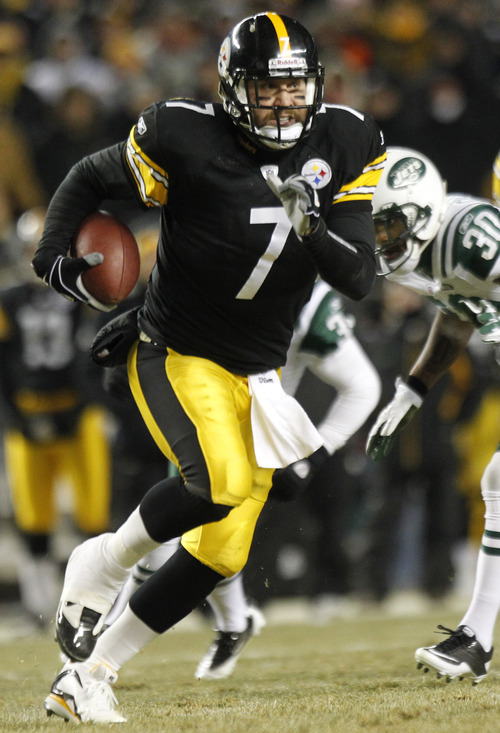 Pittsburgh Steelers quarterback Ben Roethlisberger runs the ball against the New York Jets during the first half of the AFC Championship NFL football game in Pittsburgh, Sunday, Jan. 23, 2011. (AP Photo/Keith Srakocic)