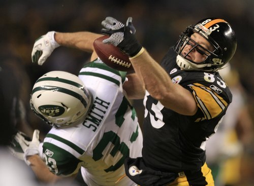 Pittsburgh Steelers tight end Heath Miller (83) and New York Jets safety Eric Smith (33) battle for a pass during the first half of the AFC Championship NFL football game in Pittsburgh, Sunday, Jan. 23, 2011. (AP Photo/Charles Krupa)