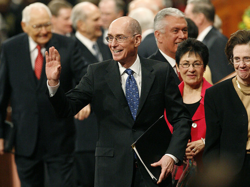 Scott Sommerdorf  |  The Salt Lake Tribune LDS First Counselor Henry B. Eyring waves to the attendees as he leaves the morning session of the 181st Annual LDS General Conference, Saturday, April 2nd, 2011.