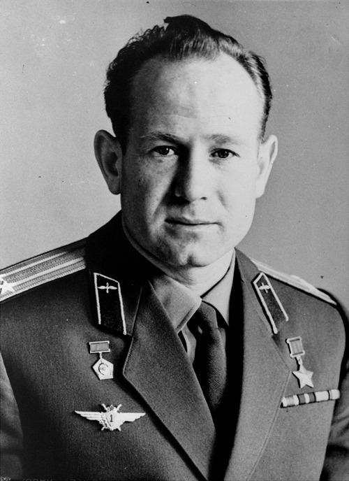 A 1965 studio portrait of Russian cosmonaut Col. Alexei Leonov, the first man to walk in space on March 18, 1965.  (AP photo/Novsti)