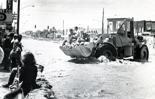 Sandbagging State street. Credit: Salt Lake Tribune Library.