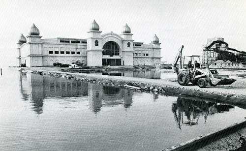 Saltair Resort during the 1983 Flood. Credit: Salt Lake Tribune Library