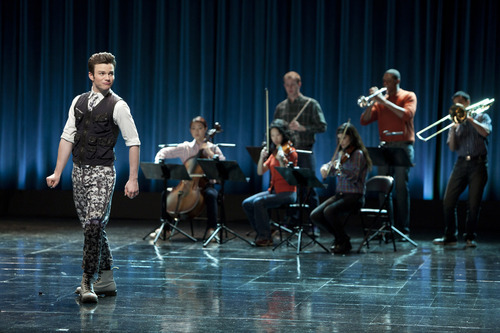 Beth Dubber     FOX Kurt (Chris Colfer) performs in the