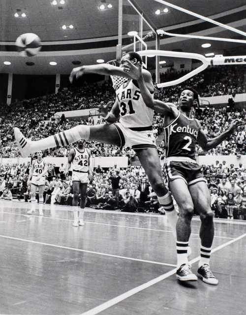 Lynn R. Johnson | The Salt Lake Tribune Archive  Utah Stars center Zelmo Beaty (31) saves the ball from going out of bounds while being defended by Kentucky Colonels forward Walt Simon (2) during their 1971 ABA basketball game.