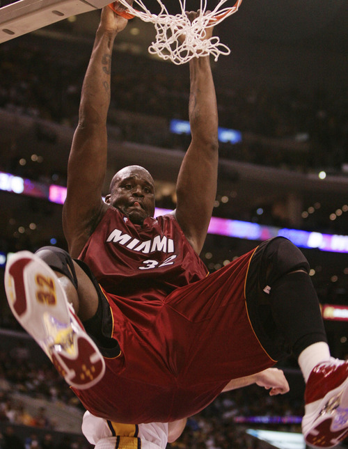 This Dec. 25, 2004, file photo shows Miami Heat's Shaquille O'Neal dunking the ball during the first half against the Los Angeles Lakers, in Los Angeles.  O'Neal says on Twitter that he's