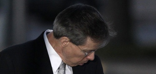 Polygamist leader Warren Jeffs gets into a waiting sheriffs vehicle as he leaves the Tom Green County Courthouse in San Angelo, Texas. (AP Photo/Tony Gutierrez)