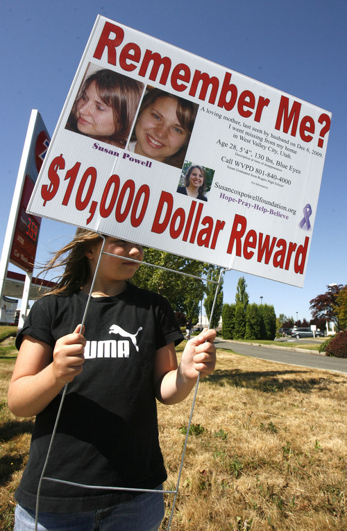 Rick Egan   |  The Salt Lake Tribune Montonna  Gordon, niece of Susan Powell, helps get the word out about her aunt Susan at a shopping center in Puyallup, Wash.,  Saturday.