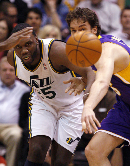 Utah Jazz center Al Jefferson, left, and Los Angeles Lakers forward Pau Gasol, right, of Spain, look to chase down a loose ball during the first half of their NBA basketball game in Salt Lake City on April 1, 2011. A study of the biggest payrolls -- based on average player salaries -- in pro sports worldwide, the Jazz paid a lot for little in return in 2010-11. (AP file photo)