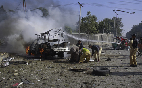 Twin suicide blasts kill 23 in Pakistan - The Salt Lake Tribune