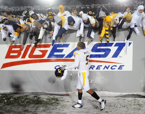 In this Dec. 6, 2008, file photo, then-West Virginia quarterback Pat White waves farewell to the fans following his last NCAA college football game with the team, a 13-7 West Virginia win over South Florida in Morgantown, W.Va. (AP Photo/Jeff Gentner, File)