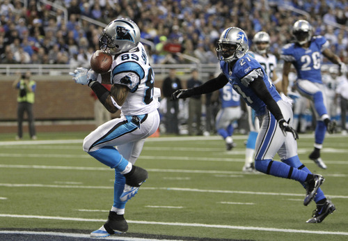 Carolina Panthers wide receiver Steve Smith (89) catches a 15-yard touchdown as Detroit Lions cornerback Eric Wright (21) defends in the first quarter of an NFL football game in Detroit, Sunday, Nov. 20, 2011. (AP Photo/Carlos Osorio)