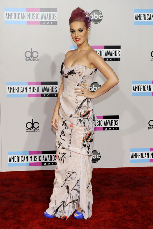 Katy Perry arrives at the 39th Annual American Music Awards on Sunday, Nov. 20, 2011 in Los Angeles. (AP Photo/Chris Pizzello)