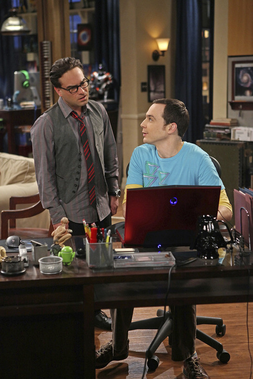Leonard (Johnny Galecki, left) and Sheldon (Jim Parsons, right) on