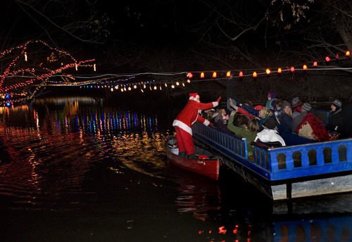 Cruise offers glimpse of Christmas on Provo River - The Salt Lake ...
