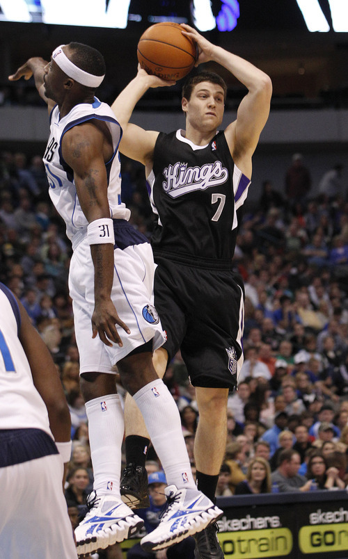 Sacramento Kings point guard Jimmer Fredette (7) jumps and looks to pass against Dallas Mavericks shooting guard Jason Terry (31) during the second half of an NBA basketball game in Dallas,  Saturday, Jan. 14, 2012.  The Mavericks won 99-60. (AP Photo/LM Otero)