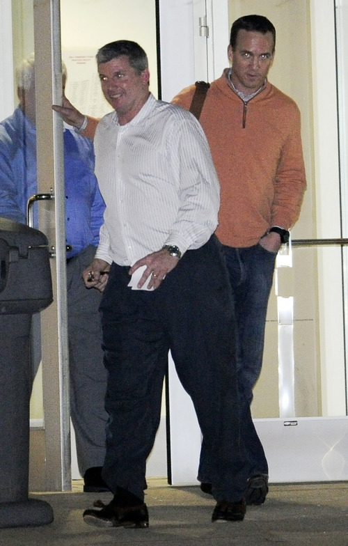 NFL football quarterback Peyton Manning, right, leaves the  offices of the Tennessee Titans with Titans head coach Mike Munchak, front left, Wednesday, March 14, 2012, in Nashville, Tenn. (AP Photo/The Tennessean, Sanford Myers)  NO SALES
