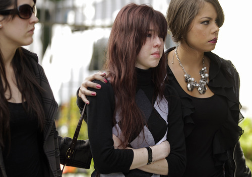 Mourners arrive for a memorial service for the seven people killed by a gunman at Oikos University yesterday at the Allen Temple Baptist Church Tuesday, April 3, 2012, in Oakland, Calif. (AP Photo/Ben Margot)