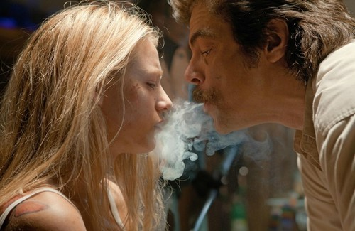 Blake Lively as O and Benicio Del Toro as Lado in Universal Pictures'