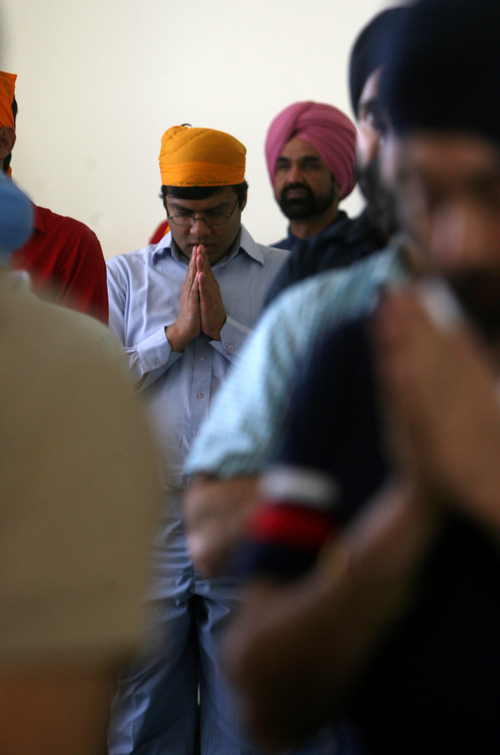 What happens during a sikh service?