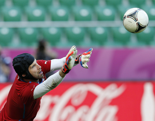 Czech goalkeeper Petr Cech catches a ball during the official training session on the eve of the Euro 2012 soccer championship Group A match between Greece and Czech Republic in Wroclaw, Poland, Monday, June 11, 2012. (AP Photo/Antonio Calanni)