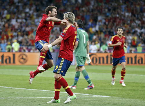 Spain's Juan Mata, left, and teammate Fernando Torres celebrate the fourth goal during the Euro 2012 soccer championship final  between Spain and Italy in Kiev, Ukraine, Sunday, July 1, 2012. Spain won the match 4-0. (AP Photo/Matthias Schrader)
