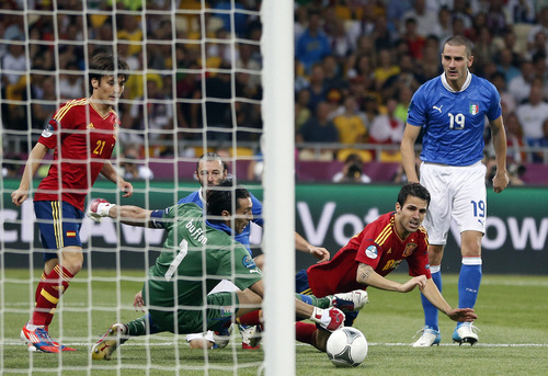 Italy goalkeeper Gianluigi Buffon make a save in front of Spain's Cesc Fabregas during the Euro 2012 soccer championship final  between Spain and Italy in Kiev, Ukraine, Sunday, July 1, 2012. (AP Photo/Matthias Schrader)