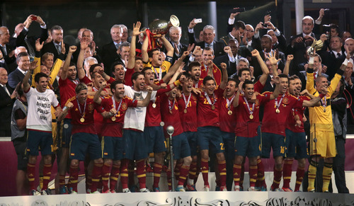 Spain's players players celebrate with the trophy after  the Euro 2012 soccer championship final  between Spain and Italy in Kiev, Ukraine, Sunday, July 1, 2012. (AP Photo/Ivan Sekretarev)