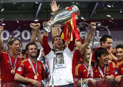 Spain's Sergio Ramos holds up the trophy at the end of during the Euro 2012 soccer championship final  between Spain and Italy in Kiev, Ukraine, Sunday, July 1, 2012. (AP Photo/Jon Super)