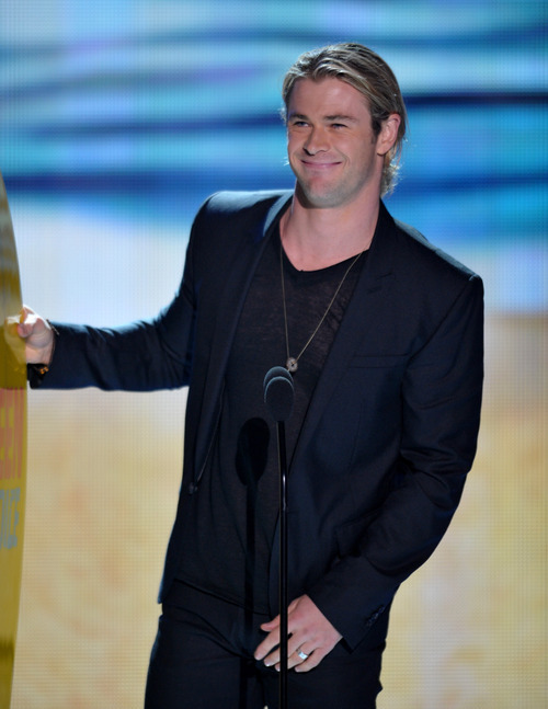 Chris Hemsworth accepts the award for choice summer movie star onstage at the Teen Choice Awards on Sunday, July 22, 2012, in Universal City, Calif. (Photo by John Shearer/Invision/AP)