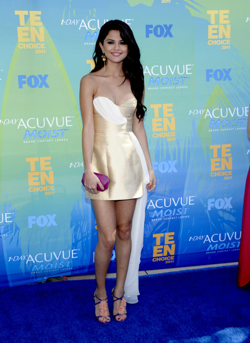 Selena Gomez arrives at the Teen Choice Awards on Sunday, Aug. 7, 2011 in Universal City, Calif. (AP Photo/Dan Steinberg)