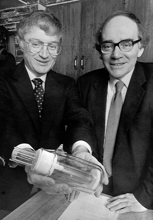 Fusion Researchers - B. Stanley Pons left, and Martin Fleischmann display the a large-scale model of the flask in which they say they created sustained nuclear fusion reactions. AP-Photo/Ravel Call) 24.3.1989