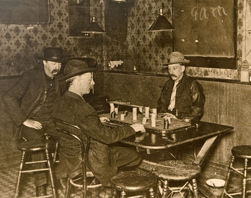 Men gambling at the Faro table at the White Elephant Saloon in Bingham, Utah, 1906. Courtesy of the Utah Historical Society