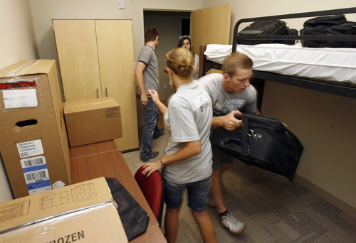Francisco Kjolseth  |  The Salt Lake Tribune Student volunteers help with the move into the U.'s new building dedicated specifically for Honors students.