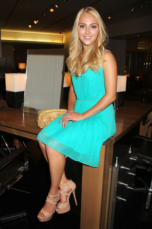 This image released by Starpix shows actress AnnaSophia Robb at a Fashion's Night Out event at Henri Bendel, Thursday, Sept. 6, 2012 kicking off Fashion Week in New York. (AP Photo/Starpix, Dave Allocca)