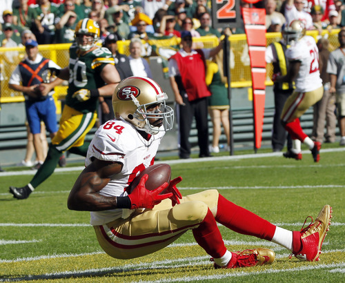 San Francisco 49ers' Randy Moss catches a touchdown pass during the first half of an NFL football game against the Green Bay Packers Sunday, Sept. 9, 2012, in Green Bay, Wis. (AP Photo/Mike Roemer)