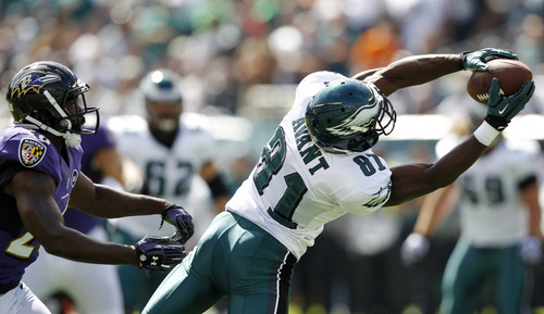 Philadelphia Eagles wide receiver Jason Avant, right, pulls in a pass as Baltimore Ravens free safety Ed Reed defends in the first half of an NFL football game on Sunday, Sept. 16, 2012, in Philadelphia. (AP Photo/Mel Evans)